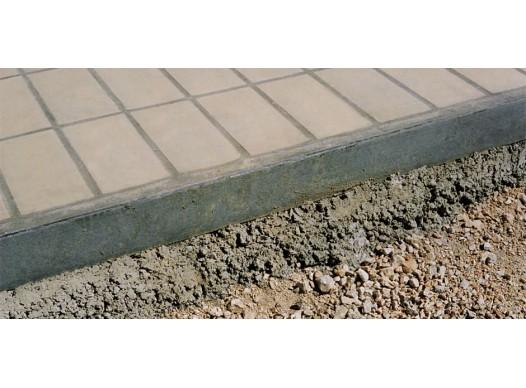 Pavimento con angolari in acciaio